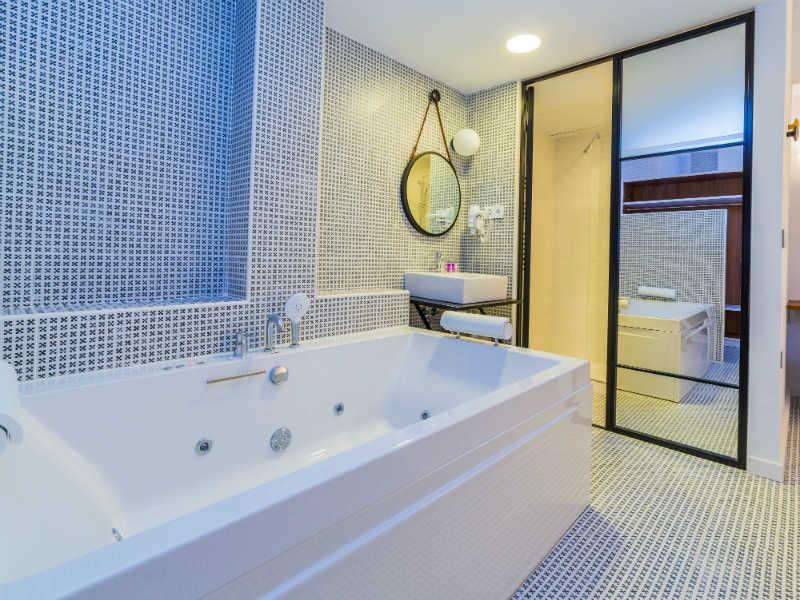 Escapada romántica 2 noches con jacuzzi privado en Hotel Cañitas Maite